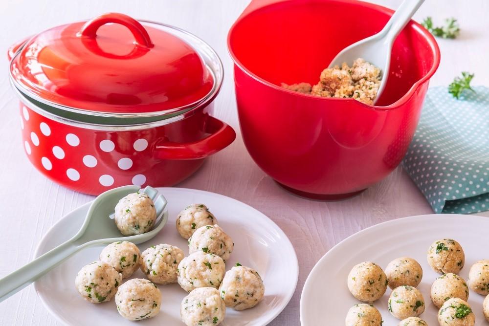 Kuracia polievka s jemnými syrovými knedličkami 4