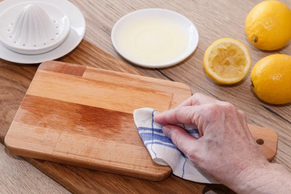 Ako udržiavať drevené predmety v kuchyni 3