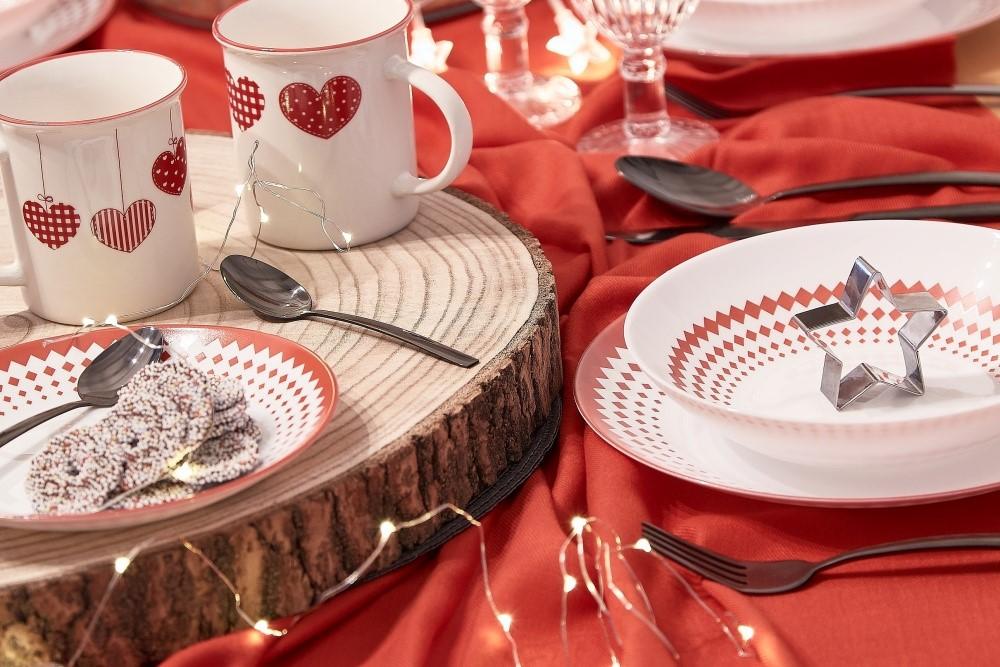 Vianočné stolovanie v tradičných farbách4