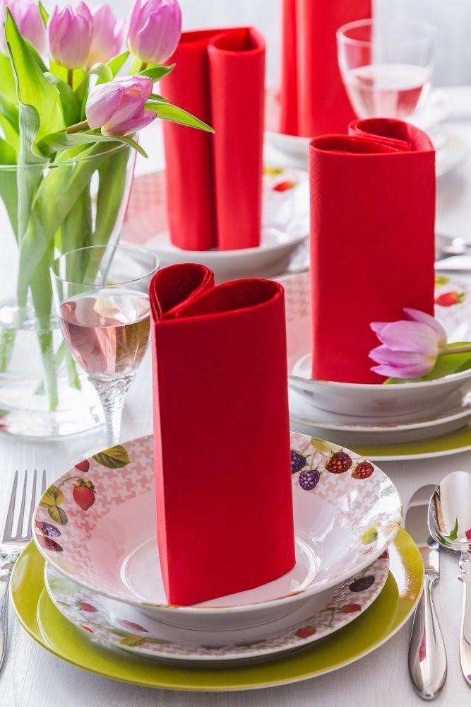 Jarný stôl + obrúsky v tvare srdca 3