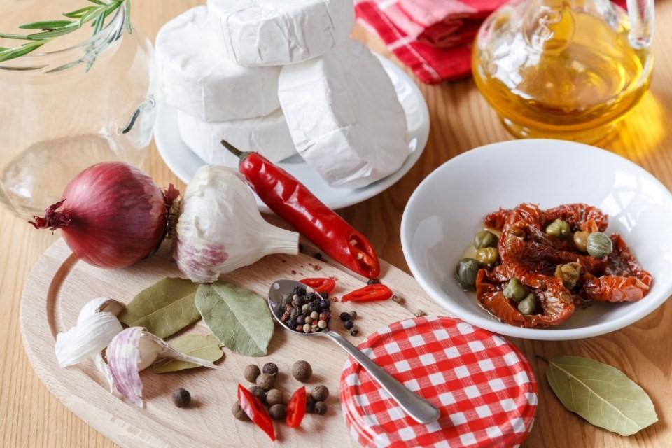 Nakladaný hermelín s pastou zo sušených paradajok 2